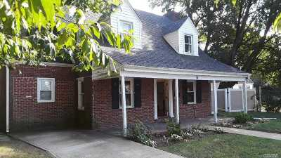 Freeport Single Family Home For Sale: 86 Harris Ave