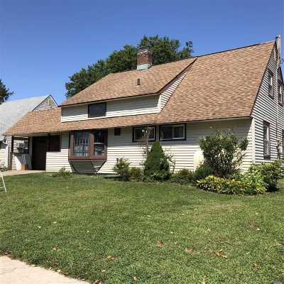 Levittown Single Family Home For Sale: 81 Squirrel Ln
