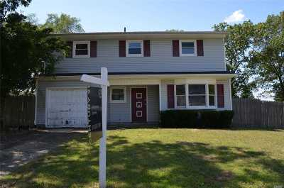 Selden Single Family Home For Sale: 12 Fran Ln