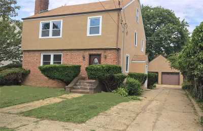 Hempstead Single Family Home For Sale: 83 Windsor Pky