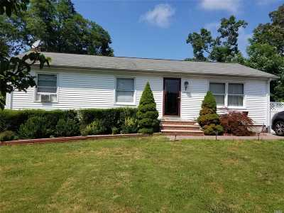 Shirley Single Family Home For Sale: 17 Westwood Dr
