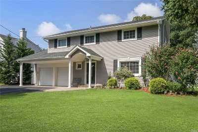 Smithtown Single Family Home For Sale: 4 Amherst Ln