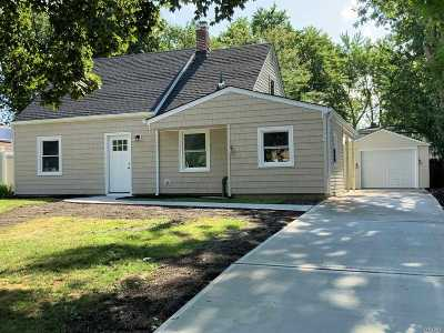 Levittown Single Family Home For Sale: 59 Cotton Ln