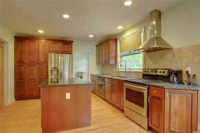 Great Neck Single Family Home For Sale: 73 Bayview Ave