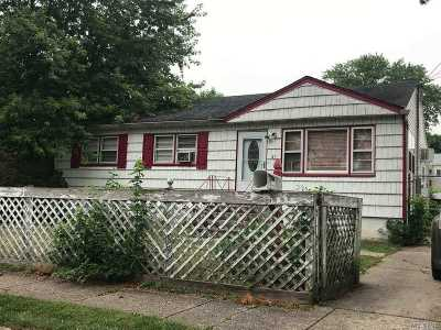 Brentwood Single Family Home For Sale: 47 1st St