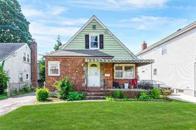 New Hyde Park Single Family Home For Sale: 1504 Park Ave