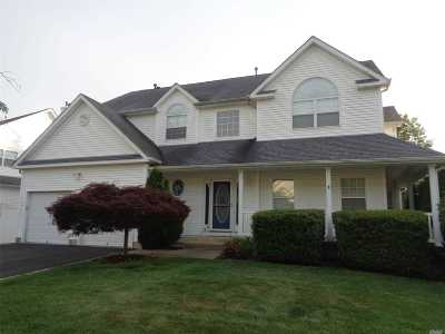 Manorville Single Family Home For Sale: 48 Manorview Way