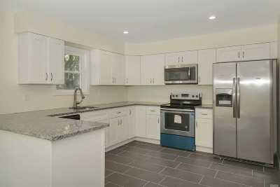 Shirley Single Family Home For Sale: 38 Pinelawn Ave