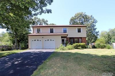 Centereach Single Family Home For Sale: 8 Whispering Pines Ct