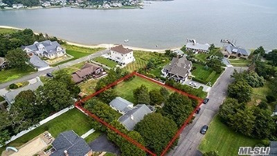 Hampton Bays Single Family Home For Sale: 17 E Point Ln