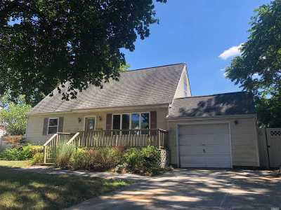 Centereach Single Family Home For Sale: 27 Woods Ln