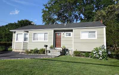 Central Islip Single Family Home For Sale: 215 Oakland Ave