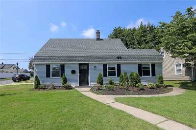 Levittown Single Family Home For Sale: 44 Shelter Ln