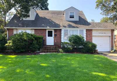 Massapequa Single Family Home For Sale: 112 N Richmond Ave