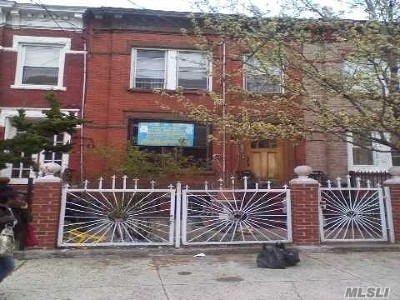 Brooklyn Single Family Home For Sale: 325 Bradford St