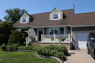 East Meadow Single Family Home For Sale: 270 Peters Ave