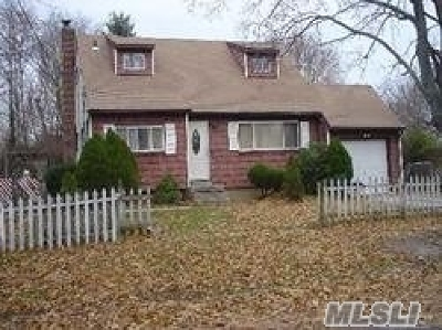 Central Islip Single Family Home For Sale: 55 Hickory St