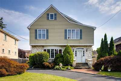 Woodmere Single Family Home For Sale: 155 Combs Ave
