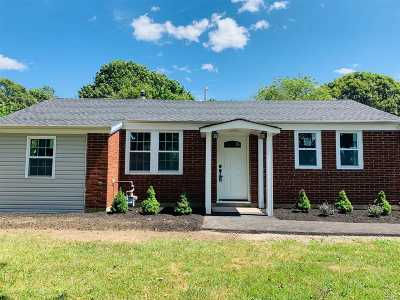 Bay Shore Single Family Home For Sale: 1693 N Thompson Dr