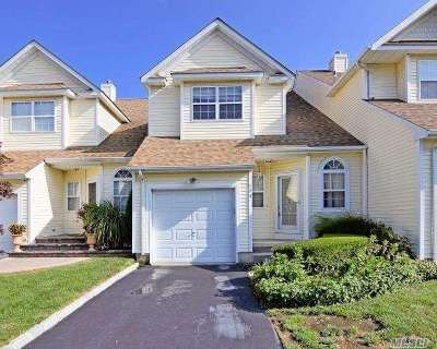 Melville Condo/Townhouse For Sale: 104 Cinnamon Ct