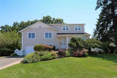 Massapequa Single Family Home For Sale: 59 Amherst Dr