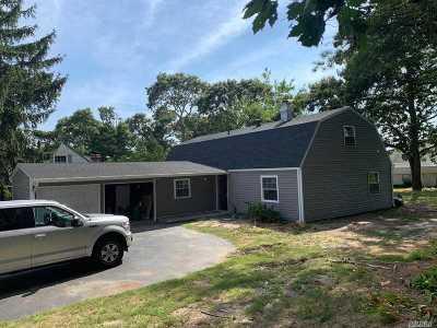 Farmingville Single Family Home For Sale: 30 Campus Dr