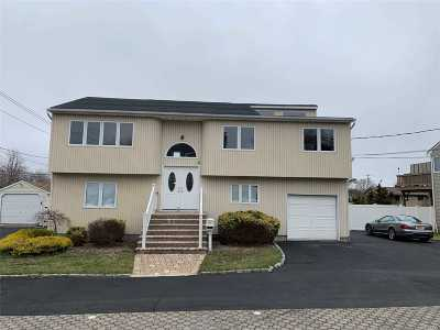 Massapequa Single Family Home For Sale: 4460 Merrick Rd