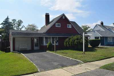 Westbury Single Family Home For Sale: 16 College Ln