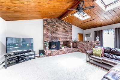 E. Northport Single Family Home For Sale: 12 Beacon Ln