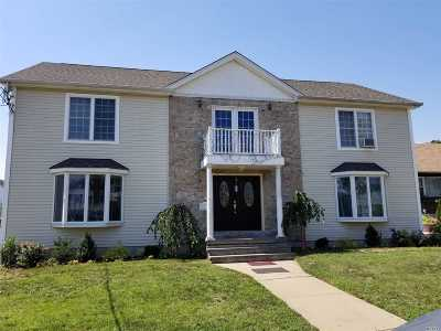Valley Stream Single Family Home For Sale: 90 Rockaway Pkwy