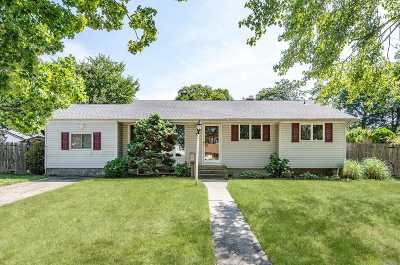 Brentwood Single Family Home For Sale: 35 Winnie Ln