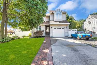 Blue Point Single Family Home For Sale: 10 Weeks St