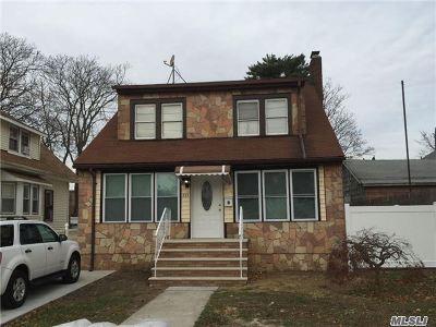 Hempstead Single Family Home For Sale: 157 Elizabeth Ave
