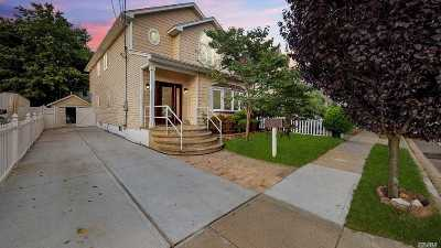 Lynbrook Single Family Home For Sale: 14 Baylis Pl