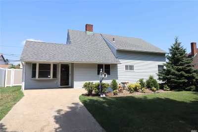 Wantagh Single Family Home For Sale: 311 Duckpond Dr