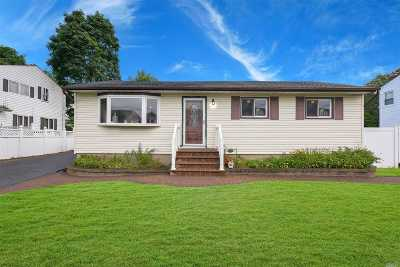Bay Shore Single Family Home For Sale: 23 Palfrey Ave