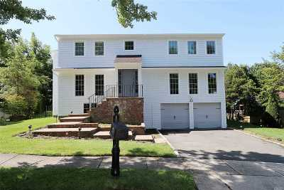 Great Neck Single Family Home For Sale: 33 Carriage Rd