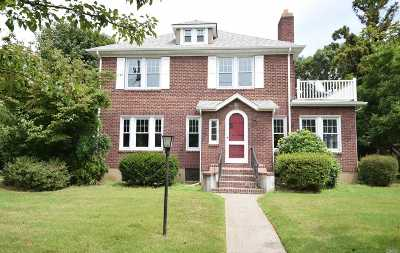 Farmingdale Single Family Home For Sale: 243 Van Cott Ave