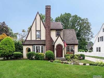 Garden City Single Family Home For Sale: 100 Locust St