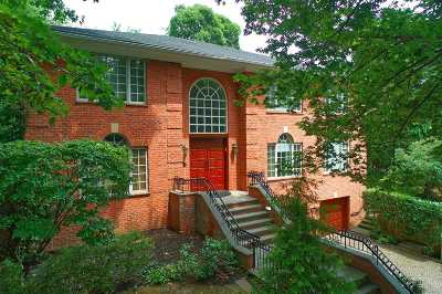Great Neck Single Family Home For Sale: 21 Glenwood Dr