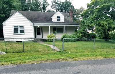 Huntington Single Family Home For Sale: 66 Sunset Dr