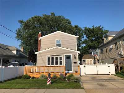 Freeport Single Family Home For Sale: 295 Nassau Ave