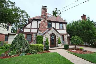 Rockville Centre Single Family Home For Sale: 29 Fonda Rd