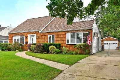 Levittown Single Family Home For Sale: 22 Ranch Ln