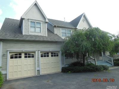 Huntington Single Family Home For Sale: 23 Wendover Dr