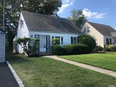 Valley Stream Single Family Home For Sale: 30 Jadwin St