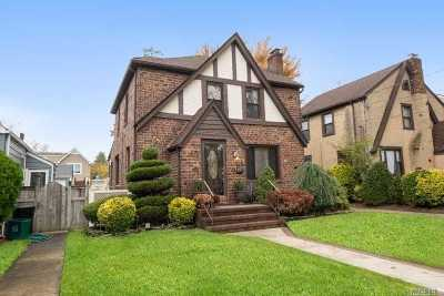 Lynbrook Single Family Home For Sale: 7 Harvard Ave