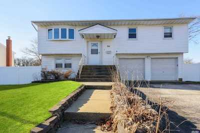 West Islip Single Family Home For Sale: 54 Westminster Ln