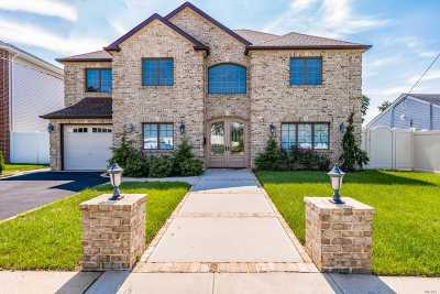 Single Family Home For Sale: 108 Shoreham Way