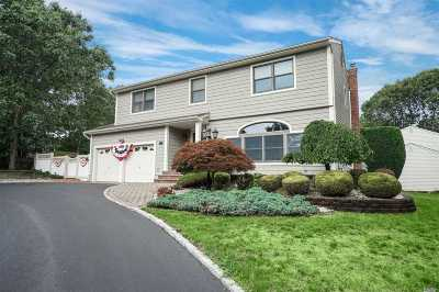 Smithtown Single Family Home For Sale: 11 Lonni Ln